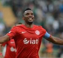 El camerunés Samuel Eto'o fue suspendido por su club por polémico mensaje.