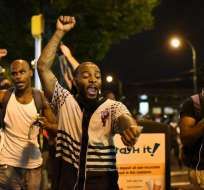 EE.UU.- Se registró una tercera noche de manifestaciones en Charlotte pese a toque de queda. Foto: EFE