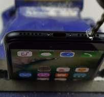 TECNOLOGÍA.- Según sus propietarios, hay un jack oculto en estos modelos de la compañía Apple. Fotocaptura del video