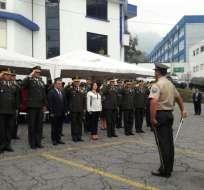 Ministro del Interior, José Serrano, y el mando policial condecoraron a los doce mejores aspirantes a gendarmes del país.