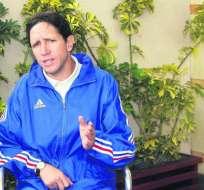 Juan Carlos Burbano fue jugador de la selección ecuatoriana con la que disputó un mundial. Foto: Tomada de clarosports.claro.com.ec