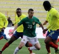 Luis Caicedo (20) y Arturo Mina (2) no podrán jugar en Montevideo ante los uruguayos.