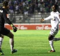 'Juani' (d.) fue titular y jugó todo el compromiso. Foto: Tomada de la cuenta Twitter @juanicazares