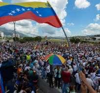 Las conversaciones iniciarán el 30 de octubre en Isla de Margarita, según monseñor Emil Paul Tscherrig. Foto: AFP