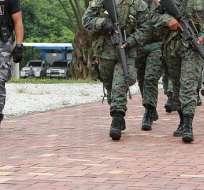 ECUADOR.- El ministro de Defensa anunció hoy las acciones contra el uniformado del Ejército, que permanece detenido. Foto referencial