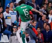 En el torneo chileno, un futbolista argentino fue detenido por agredir a un rival.
