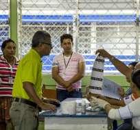 Usuarios denuncian la presencia de nombres de fallecidos en el padrón electoral. Foto: EFE