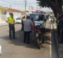 GUAYAQUIL, Ecuador.- La víctima fue identificada como Robert Salazar, de 26 años, falleció cerca del diario. Foto: Cortesía
