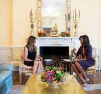 Mientras tomaron té conversaron sobre cómo criar hijos en la mansión presidencial. Foto: Casa Blanca