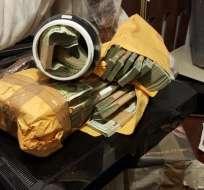 Más de USD 300.000 en efectivo y documentos sobre inversiones fueron decomisados. Foto: Ministerio del Interior