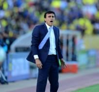 El entrenador argentino-boliviano asegura que hay que ahcer 27 puntos para llegar al Mundial. Foto: AFP