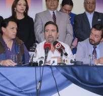 QUITO, Ecuador.- El director de CREO, César Monge (c), informó sobre la postulación de Fabricio Villamar como asambleísta por su movimiento. Foto: API