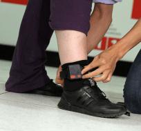 El Gobierno propone colocar brazalete electrónico en lugar de enviar al deudor a prisión. Foto: Archivo