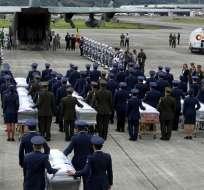 recibieron homenajes militares antes de su repatriación. Foto: EFE