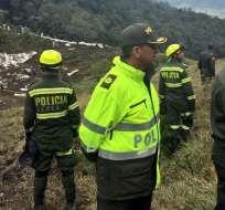 La Policía colombiana fue la encargada de resacatar a las personas vivas en el lugar. Foto: AFP
