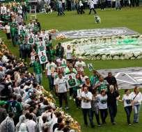 Los familiares de las víctimas se despidieron de sus seres amados en el estadio Arena Condá. Foto: EFE