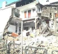 QUITO, Ecuador.- Personal de socorro trabaja en la zona. La Av. Pichincha se encuentra inhabilitada. Foto: ECU911 Quito