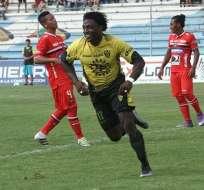 Roberto Ordóñez ya no se va a Perú, jugará en el Delfín de Manta por dos temporadas.