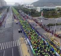 Unas 18 mil pesonas participaron en la maraton de Xiamen. Foto: AFP