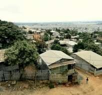GUAYAQUIL, Ecuador.- Tras la denuncia, tres adultos fueron detenidos y otros dos menores fueron rescatados de la vivienda, ubicada en Bastión Popular. Foto referencial del sector