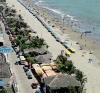 ATACAMES, Esmeraldas, los comerciantes ofertan hasta un 75% de descuento en hospedaje y alimentación. Foto: CRE Satelital.