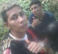 Brayan Bremer (izq.) y otro de los prófugos se tomaron un selfie tras la fuga.