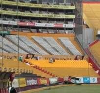 La instalación de sillas en las tribunas del estadio Monumental ya se está realizando.