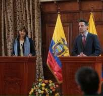 ECUADOR.- En una conferencia de prensa conjunta, Long y su par colombiana, María Ángela Holguín, hablaron de los mecanismos bilaterales para los diálogos de paz. Foto: Cancillería