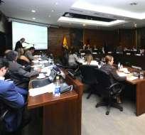 QUITO, Ecuador.- El gerente de la obra explicó ante el Concejo Metropolitano cómo se realizó la contratación de Odebrecht. Foto: API