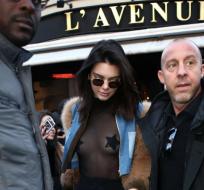 Kendall Jenner salió a cenar esta fin de semana en París. Foto: Agencias