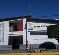 MORONA SANTIAGO, Ecuador.- La Policía allanó las instalaciones de la radio La Voz de Arutam de Sucúa, ubicadas en la sede de la Federación Interprovincial de Centros Shuar. Foto: Twitter