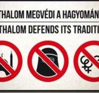 Ni mezquitas, ni velos islámicos, ni demostraciones abiertas de afecto entre homosexuales, señala esta pancarta en Asotthalom.