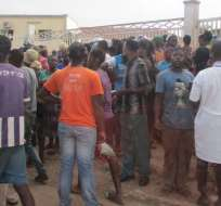 Esto se dio cuando cientos de hinchas trataban de entrar al estadio 4 de enero.