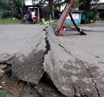 Habitantes de la ciudad costera de Surigao pasaron la noche asustados por las réplicas registradas tras el sismo. Foto: AFP