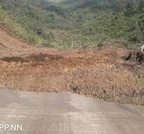 PALLATANGA, Ecuador.- El cierre de esta arteria se produjo tras un deslizamiento de tierra ocurrido cerca de las 10h00. Foto: ECU 911 Riobamba.