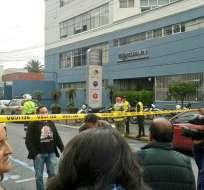 QUITO, Ecuador.- Un sobre dirigido a periodista causó la alarma. Autoridades aún no confirman esta versión. Foto: Tomado de Cuerpo de Bomberos Quito.