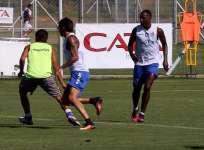 El ecuatoriano (d.) estuvo dos años y medio en el conjunto argentino. Foto: Tomada de http://www.clubgodoycruz.com.ar