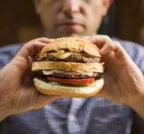 Los expertos recomiendan comer grasas pero con moderación.