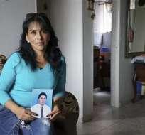 BOGOTÁ, Colombia.- Martha Antivar espera señales de vida de su esposo, condenado en un penal chino. Fotos: AP.