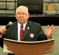 Pastor asegura que frases de su prédica están relacionadas con mandamientos del Antiguo Testamento. Foto: Twitter