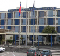 Baca es señalado por los otros postulantes debido a cercanía con el actual régimen.