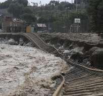 La rehabilitación de la vía férrea podría demorar más de dos semanas, según autoridades. Foto: AP