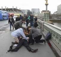 El atacante primero atropelló a varias personas en el puente cercano al Parlamento. Foto: redes