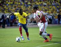 Enner Valencia (i.) siempre usa el número 13 con la selección ecuatoriana. Foto: Archivo