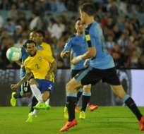 Brasil goleó en condición de visitante a Uruguay y está a las puertas de Rusia 2018.