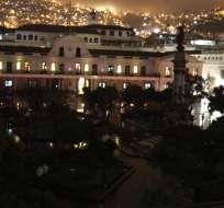 QUITO, Ecuador.- El apagón de luz de una hora se realizó en las cúpulas de las iglesias y monumentos del Centro Histórico de la capital. Foto: Cortesía.