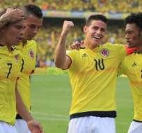 James Rodríguez (10) será el conductor del medio campo 'cafetero' ante Ecuador.