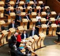 La jefa del gobierno escocés solicitó formalmente un nuevo referéndum de independencia.