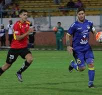 Francisco Silva (d.) es el capitán del Delfín y uno de los pocos jugadores que se quedaron tras el terremoto. Foto: API