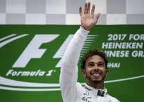 Lewis Hamilton logró su primera victoria del año y lidera la clasificación junto a Sebastian Vettel. Foto: AFP